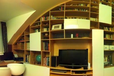 Panorámakép a garzonlakás beépített szekrényfaláról