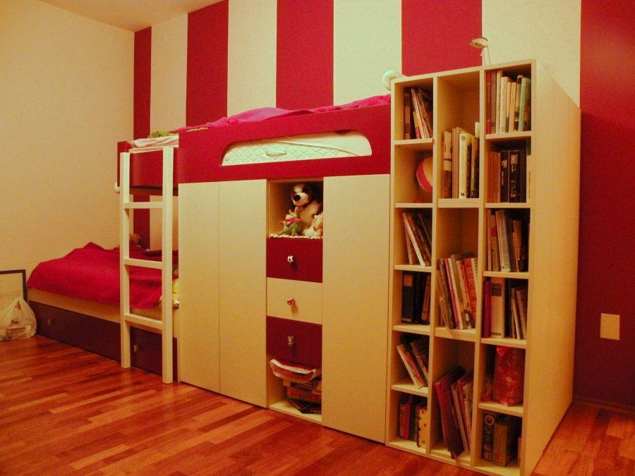 Emeletes ágy, szekrény és polc kombinációja