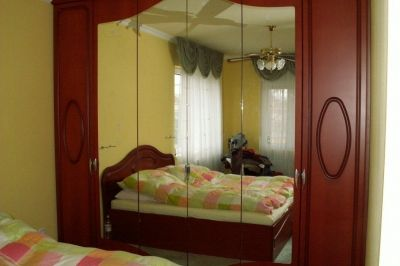 Tükrös hálószobai gardróbszekrény