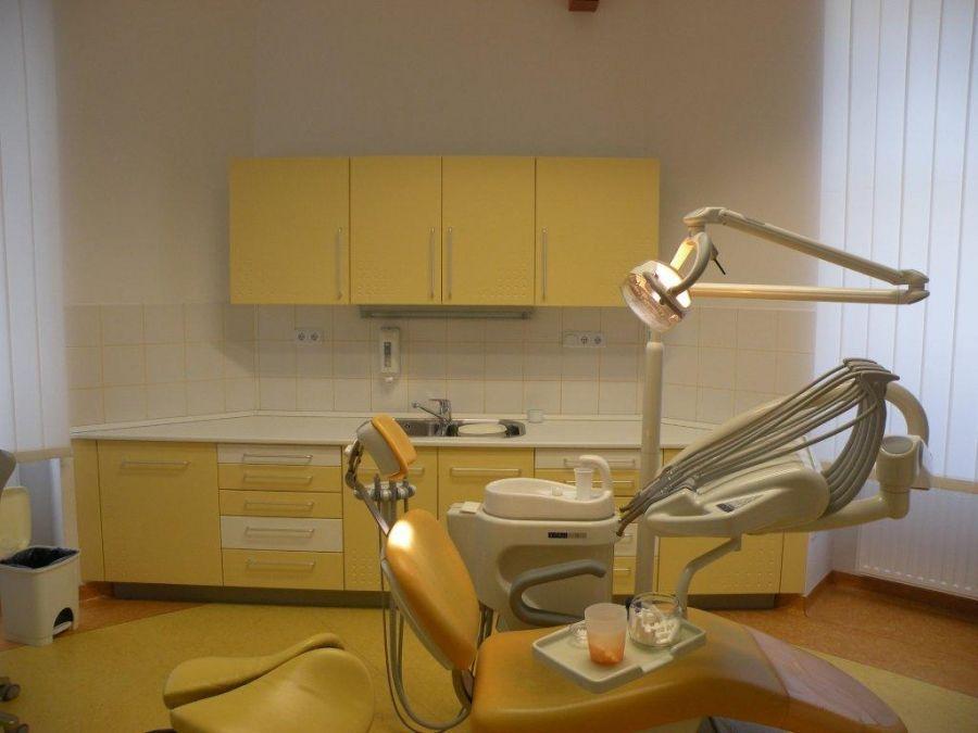 Fogászati kezelőhelység beépített bútorsora