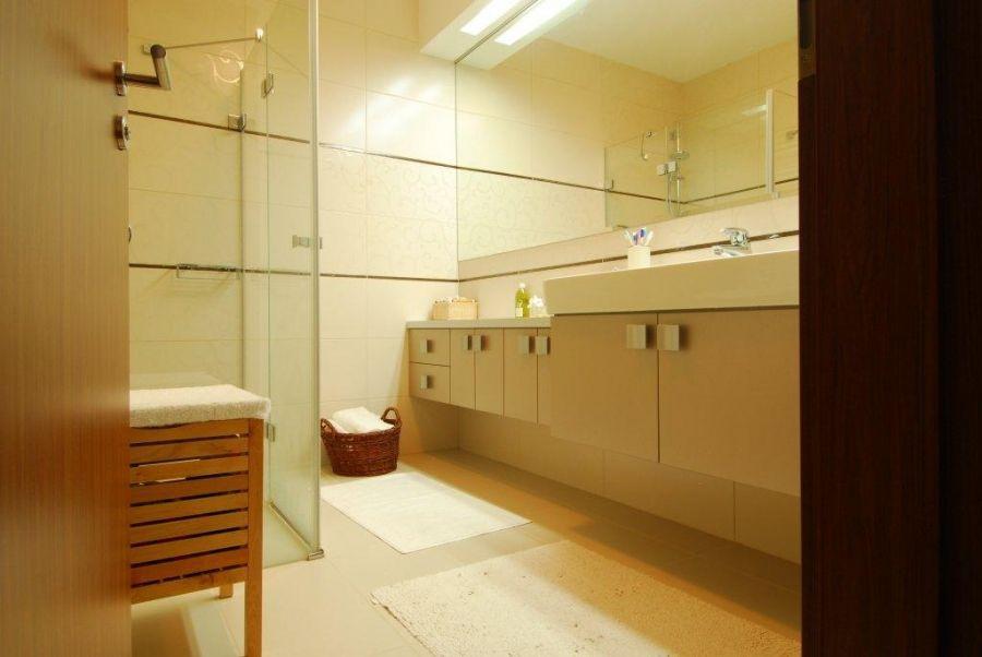 Modern fürdőszobai tároló elem